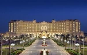 تفاصيل مثيرة من داخل فندق ريتز كارلتون ...موقوف طلب كافيار روسي... وآخر طلب حلاقة الشخصي