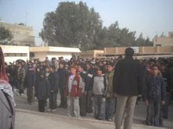 """معلم تربية إسلامية يدعو على مديره في الإذاعة المدرسية والطلاب يردون """"آمين"""""""