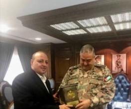رئيس هيئة الأركان المشتركة يكرم الدكتور ماهر الحوراني