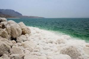تحذيرات من خطورة تقلّص مساحة مسطح مياه البحر الميت