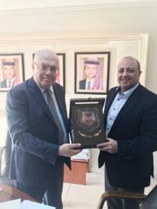 بحث سبل التعاون بين جامعة عمان الاهلية ووزارة الاشغالالعامة والإسكان