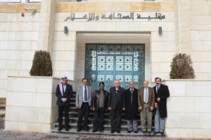 رئيس مجلس أمناء جامعة الزرقاء يزور كلية الصحافة والإعلام