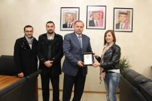تكريم السيدة منار حؤبش - مديرة العلاقات العامة والإعلام في جامعة عمان العربية