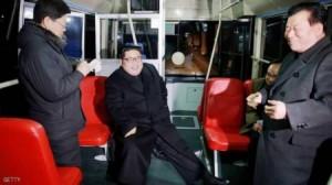 بالصور .. زعيم كوريا الشمالية في الحافلة ليلا.. ماذا يفعل؟