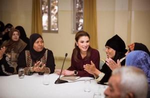الملكة تلتقي سيدات من مناطق مختلفة وتدعم 100 مشروع صغير