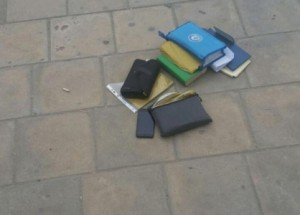 بالصورة ...الأمن العام : الحقيبة المشبوهة في جبل الحسين تحتوي على أوراق فقط
