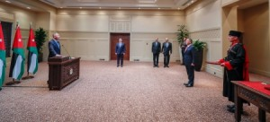 بالصور... السفيران الزعبي والحمود يؤديان اليمين القانونية أمام الملك