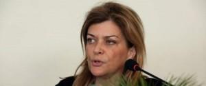 بسبب 1000 يورو! إقالة وزيرة يونانية