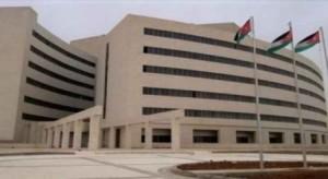 الأمن يقبض على (3) اشخاص اعتدوا على طبيب وحطموا أجهزة في مستشفى الزرقاء