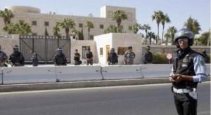 الحكومة توضح سبب اغلاق شارع أمام السفارة الأمريكية
