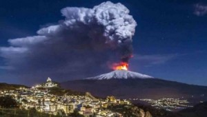 أنشط بركان في أوروبا يزحف في المتوسط .. ويهدد بكارثة مدمرة!