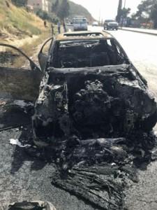 بالصور....نجاة عائلة باكملها من حادث حريق مركبتهم جنوب العاصمة عمان