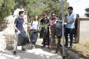 طلبة التربية الوطنية بجامعة البترا ينظمون حملة بيئية في منتزه عمان القومي