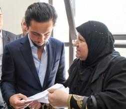 بالصور ... الامير الحسين يزور خدمة الجمهور في الديوان الملكي