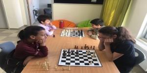 طالبات مدارس النظم الحديثة تحقق المركزين الأول والثاني في الشطرنج