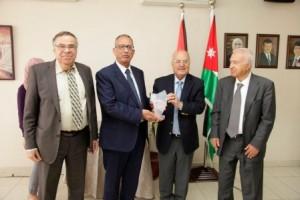 جامعة البترا تكرم الفائزين بجائزة الحسن للتميز العلمي