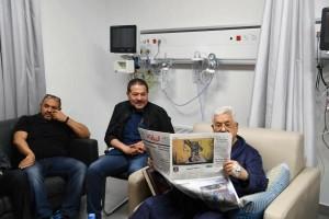 عباس والجريدة .. كيف أثبت الرجل عدم صحة اشاعات تدهور صحته؟