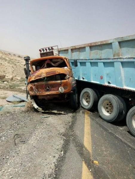 10 اصابات في حادث تصادم بين سيارة تقل سجناء وقلاب (صور)