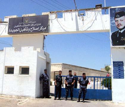 «4» نزلاء من التنظيمات الإسلامية في «الجويدة» يضربون عن الطعام