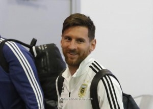 ميسي يتذكر العام المعقد ويتألم من ضربة مدريد