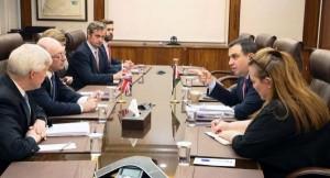 الفاخوري يلتقي وزير الدولة البريطاني للتنمية الدولية