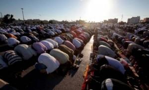 الافتاء تبين حكم التكبير الجماعي في العيد