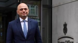 وزير الداخلية البريطاني: لصوص على دراجة نارية سرقوا هاتفي المحمول