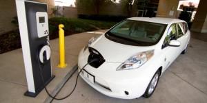 الزام محطات المحروقات الجديدة بموقع لشحن المركبات الكهربائية