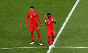 بالفيديو...ألاف البراغيث هاجمت لاعبي تونس و انجلترا اثناء المباراة