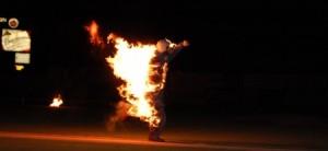 شاب يشعل النيران بزميله بسبب مباراة مصر وروسيا