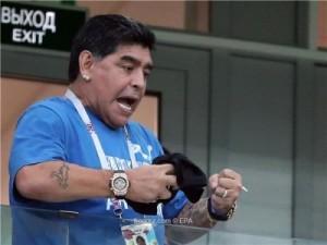 مارادونا يجهش بالبكاء لسقوط الأرجنتين
