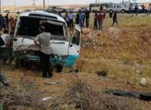 إصابة (12) شخصاً اثر حادث تدهور باص كوستر خط (عمان- وادي السير)