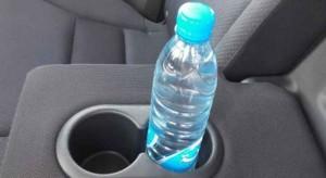 تعرف على خطر الابقاء على زجاجة ماء داخل السيارة
