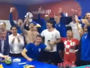 بالفيديو .. شاهد كيف احتفلت رئيسة كرواتيا بفوز منتخب بلادها و تأهله لنصف النهائي