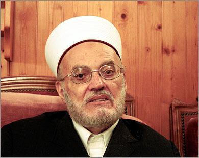 عكرمة صبري: من يبيع بيته يكون خارجا عن جماعة المسلمين