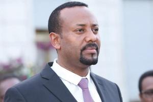 في زيارة تاريخية .. رئيس وزراء اثيوبيا يصل الى إريتريا