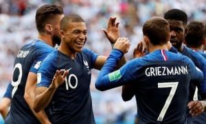 لاعبو فرنسا يثيرون الجدل في المهلى الليلي .. هذا ما فعلوه!