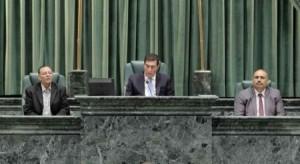 البرلمان يَقصِف وزراء الرزاز بخُشونة .. هُجوم حاد على وزيرة الإعلام