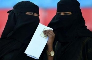 جدل سعودي بعد إعلان توظيف يشترط كشف الوجه