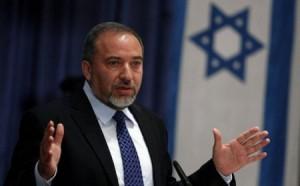 ليبرمان يطالب بشن حرب واسعة على غزة وحكومته تنتظر اتفاقا