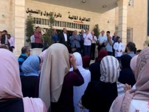 أسرة جامعة عمان الاهلية تنفذ وقفة تضامنية مع الوطن وقيادته الهاشمية إثرالعمل الارهابي الجبان في الفحيص والسلط