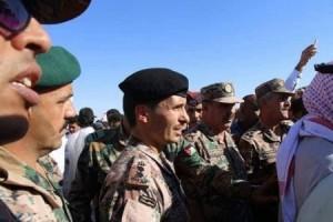 """اكثر الصور تداولا بالأردن.. الأمير حمزة """"يبكي بحرقة"""" رفيقه الشهيد"""