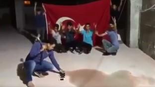 بالفيديو...عقب خطاب أردوغان...الأتراك يحطمون أجهزة آيفون بالمطارق