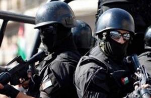 ضبط 4 مروجي مخدرات بحوزتهم أسلحة نارية اوتوماتيكية