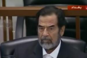 فيديو نادر .. كيف اجاب صدام حسين عندما سأله القاضي عن اسمه