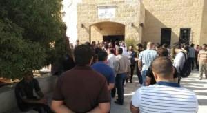 الفريق الوزاري ينسحب من لقاء الزرقاء بعد احتجاج الحضور على قانون الضريبة