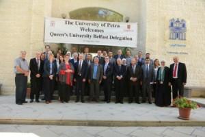 جامعة البترا تبحث مجالات التعاون مع جامعة كوينز البريطانية