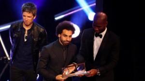 بالصور...هذا ماذا قاله النجوم لمحمد صلاح بعد فوزه بجائزة أفضل هدف!