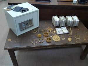 القبض على شخصين اثناء سرقة (206) الاف دينار ومصاغ ذهبي بقيمة (20) الف دينار