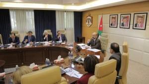 الرزاز: الأزمات الخارجية كلفت الأردن 17 مليار دولار
